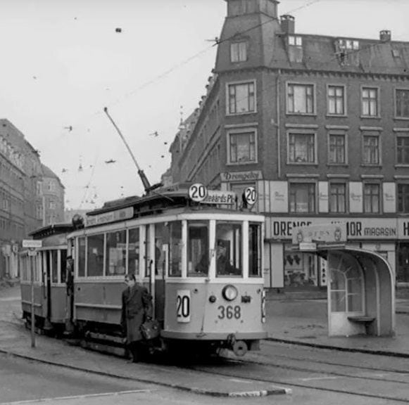 Sporvogn-20-Toftegårds-Allé-ved-Rughavevej-Gl-Jernbanevej-1957-Torben-Liebst-Valby-Lokalarkiv-e1499708094570-576x576-2