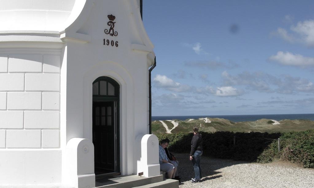 Lyngvig Fyr er bygget i 1906 efter en tragisk stranding ved den jyske vestkyst i 1903