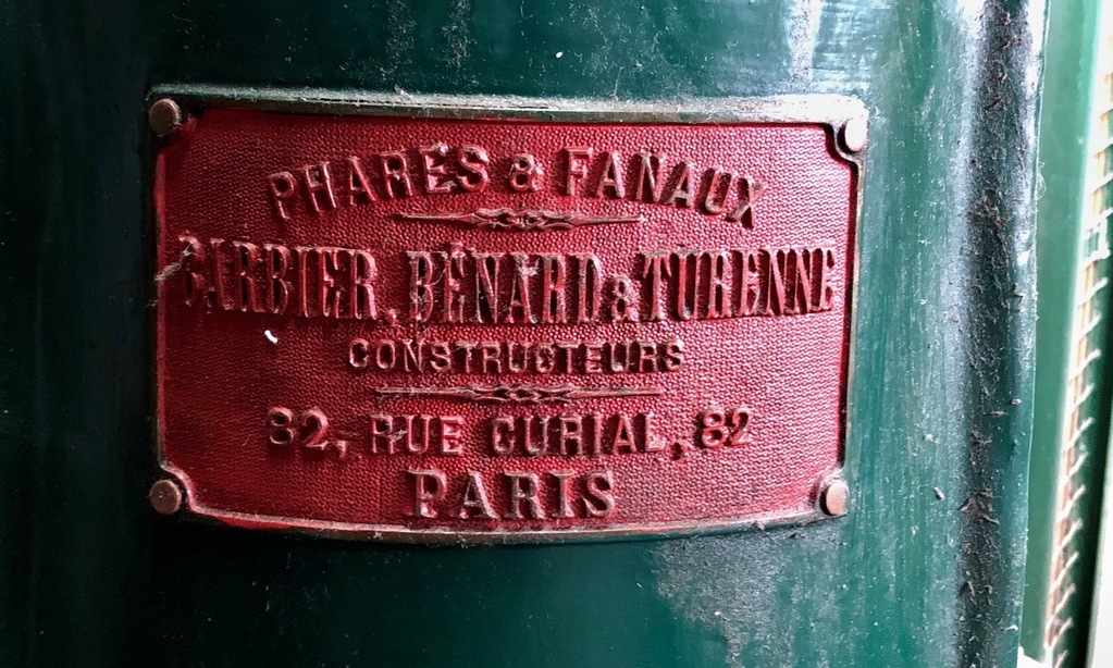 Det oprindelige urværk i Lyngvig Fyr er bygget af Phares & Fanaux i Paris