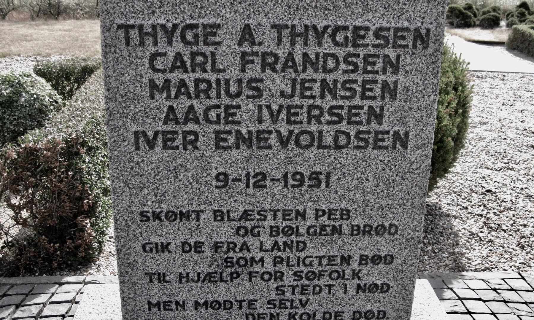 Nørre Lyngvig Kirke og Mindekorset