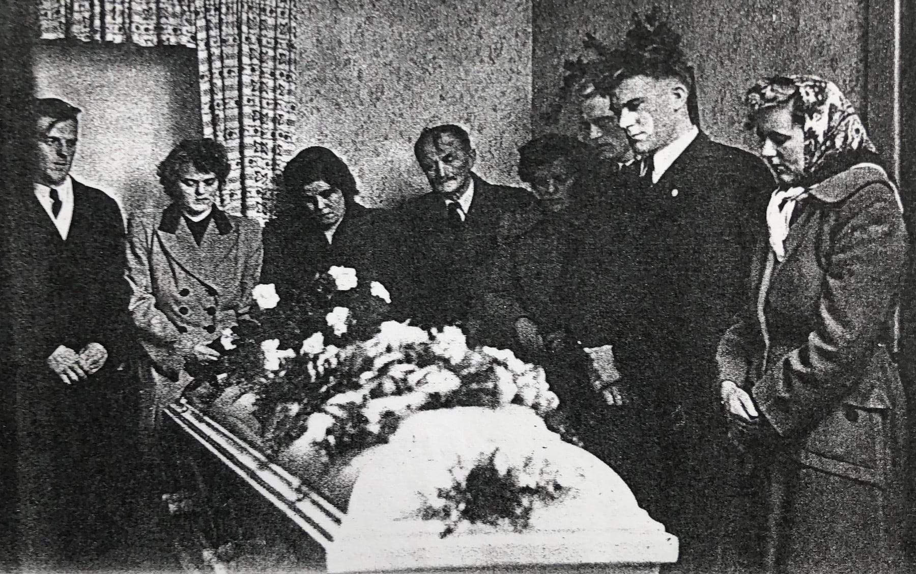 Avisfoto fra dagene efter redningsulykken 9. december 1951.